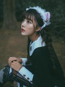 黑暗森林内的猫咪少女童话故事少女心满满