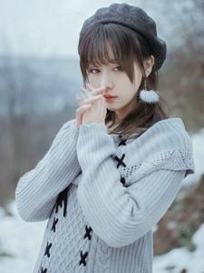 雪地内的气质美女养眼纯净写真