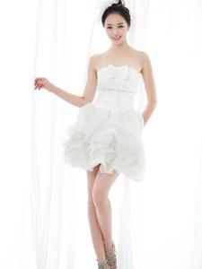 纯白系白色短裙私房美女阳光美腿迷人写真