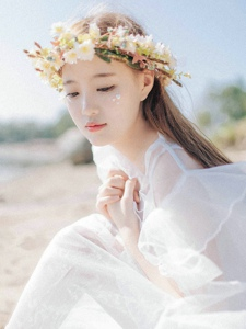 户外向日葵白裙少女温婉柔美写真