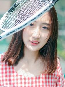 网球少女青春写真操场上挥洒汗水