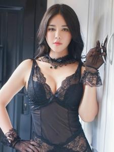 蕾丝性感睡衣黑丝网袜美女露底裤私房写真