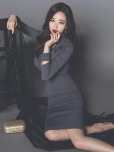 地板美模椅靠凳子秀迷人曲线优雅御姐范