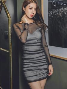 妖艳透视裙模特展露惹火身段性感妩媚