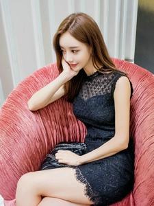 商场内爱摄影美女模特蕾丝裙甜美高雅