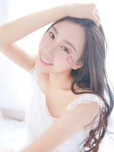 美丽清新公主纯美甜蜜可人私房写真