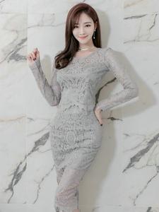 修身蕾丝长裙美模展优雅气质完美身材