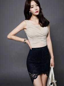 包臀蕾丝裙美女模特美胸诱人秀身段