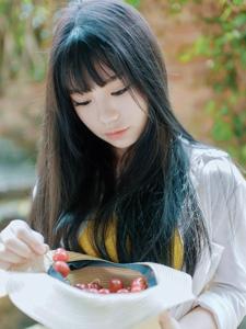 齐刘海樱桃少女清新户外纯真迷人