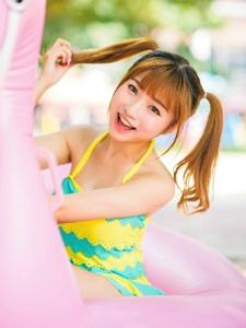 可爱泳装妹子清新甜美可人写真