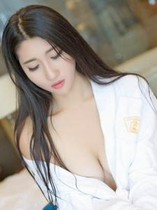 惹火美女苏韵锦浴袍真空胸器白皙诱人