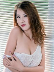 性感美女Julia透视背心傲人巨乳浑圆诱人
