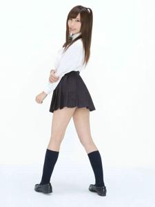 甜美斜马尾制服妹子短袜俏丽迷人写真