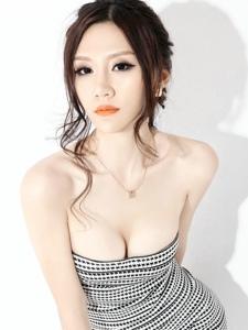 成熟女性的水蛇小蛮腰翘臀巨乳诱惑写真