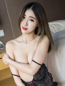 性感妹子情趣蕾丝美胸翘臀大尺度诱惑