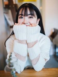 可爱圆脸齐刘海姑娘大眼灵动迷人