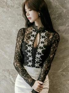 高颜值美模开胸蕾丝透视裙侧颜超美