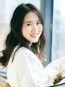 纯真美女白色毛衣温暖笑容清香四溢