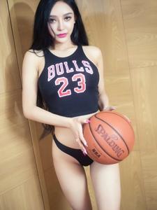 篮球宝贝前凸后翘身材好大胆诱惑