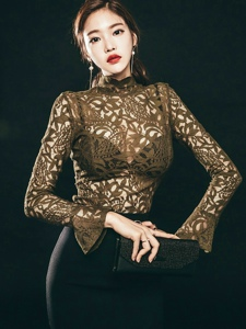 沙发美模蕾丝透视包臀裙霸气坐姿女王范十足