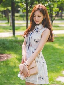 夏日清新美模连衣裙婀娜多姿养眼迷人