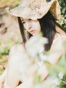 野外草帽少女阳光清新白皙可人