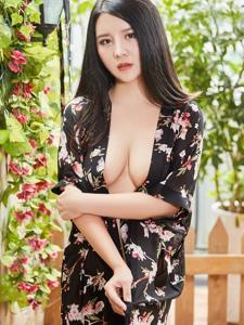 娇媚迷人的丰满美女Sukki凹凸有致翘臀诱惑