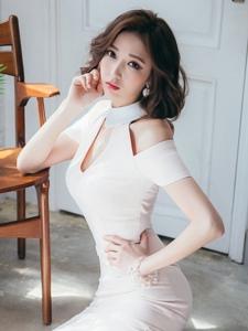 香肩韩系美女室内气质写真优雅可人