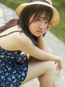 草帽女孩吊带短裙户外树林唯美写真