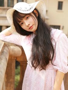 大眼刘海美女粉色连衣裙清新活力阳光写真