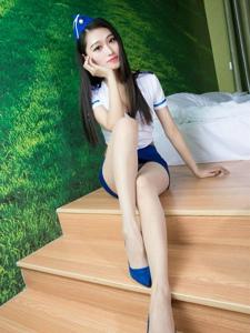美女模特穿空姐装黑色网袜秀超长玉腿嫩足写真