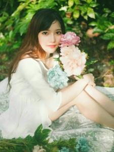 高颜值清纯女神森林白色长裙美丽动人