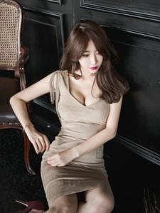 冷漠美女模特低胸修身裙知性摩登气质迷人