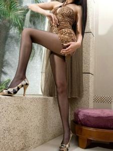 气质女神豹纹短裙黑丝袜美腿私房写真