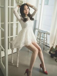 蕾丝短裙美女模特红色高跟鞋秀腿写真