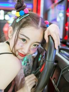 精致粉嫩的电玩妹子鬼马个性十足活泼可爱