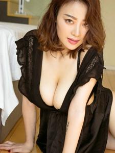 大胸美女白皙肌肤乳房诱人极度诱惑