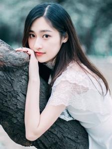 清纯mm公园里白色蕾丝公主裙唯美气质写真