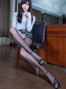 齐刘海美女衬衫超短蕾丝裙黑丝修长美腿