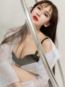 湿身美女阿依努尔瓦娅透视装爆乳浴室性感激情