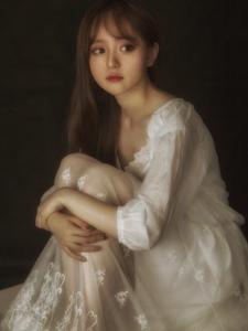 可爱娃娃脸清纯女生蕾丝长裙气质惊艳