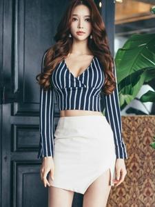 大波美女模特深V条纹衫半身裙小秀水蛇腰