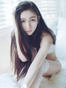 白皙肌肤清纯蕾丝少女纯净私房写真