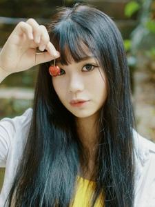 黑色长发少女清新樱桃可爱写真