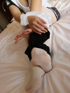 小图妹诱人白丝捆绑美腿私房养眼写真