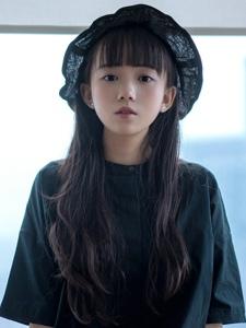 零零后清纯樱桃小嘴刘海小美女私房写真