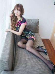 旗袍黑丝高跟美女私房诱惑写真