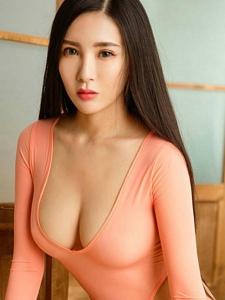 性感妹子赵颖紧身衣系列翘臀妖娆巨乳诱惑写真