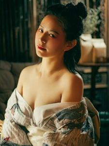 美女秀香肩锁骨古装魅惑写真