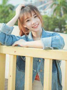游乐场里的漂亮刘海妹子温馨阳光甜美动人